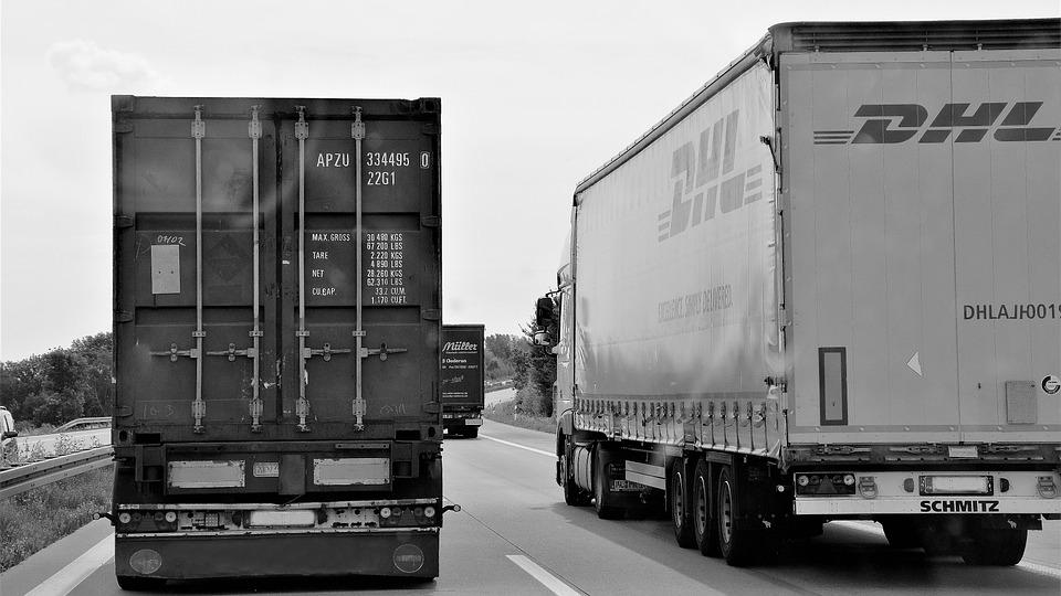 dva kamiony