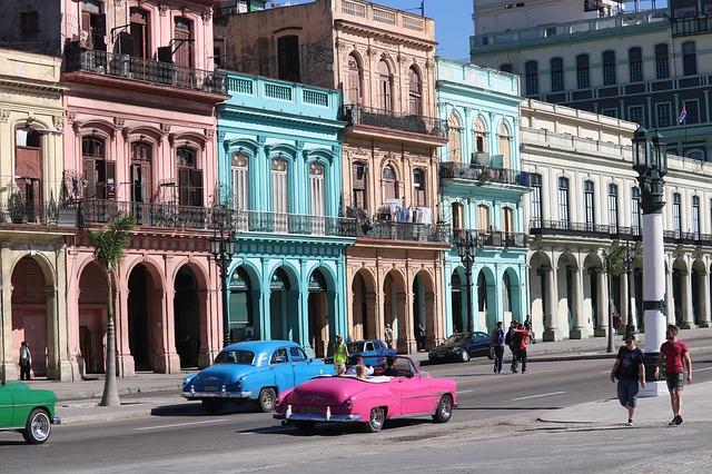 staré vozy ve městě