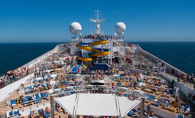 turisté na lodi.jpg