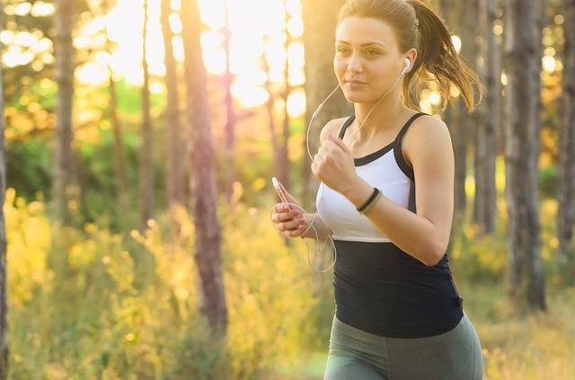 dívka při běhání