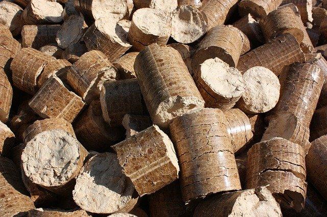 dřevěné brikety