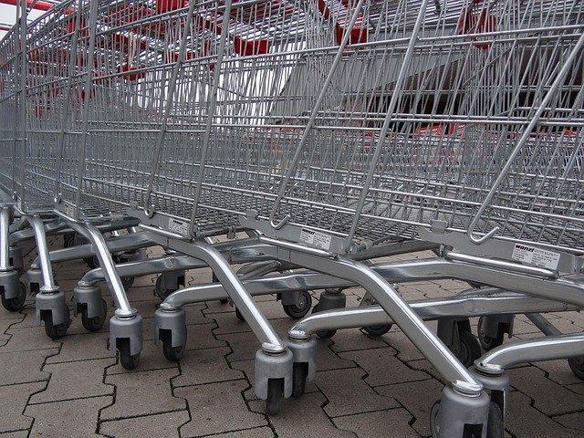 nákupní košíky supermarketu