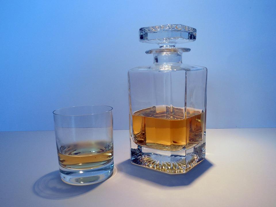 whisky ve skle